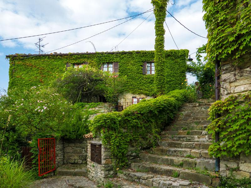 Il borgo medievale e le sue case antiche